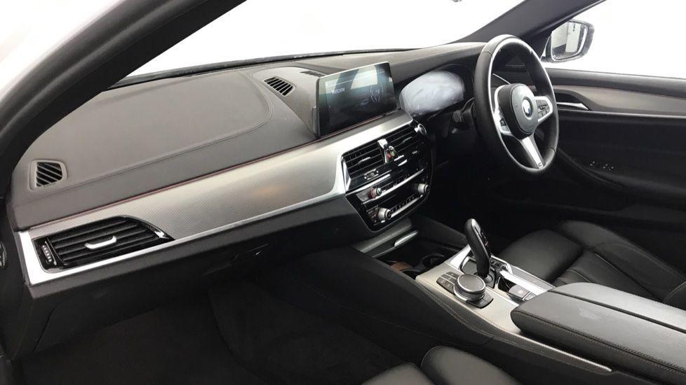 Image 6 - BMW 520d M Sport Touring (YB69VCJ)