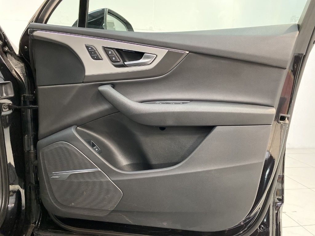Used Audi Q7 3.0 TDI E-TRON *5 Seat N1 Bus.Class* 373bhp (2018 (181))