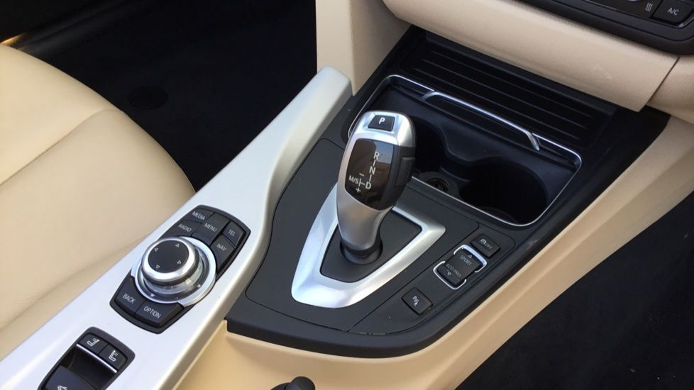 Image 10 - BMW 420i SE Convertible (GN17PCY)