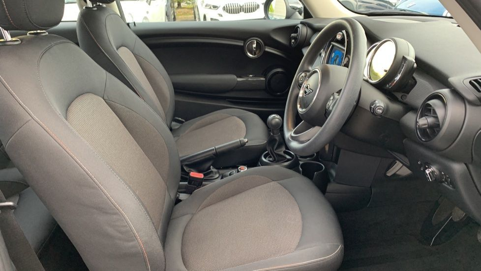 Image 11 - MINI Hatch (CX19JKU)