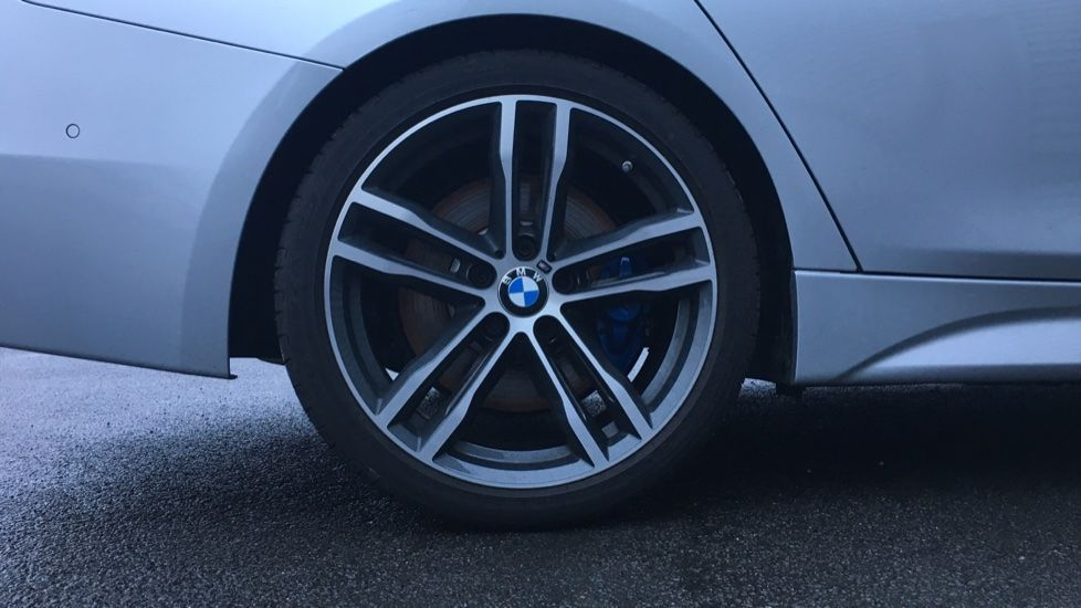 Image 4 - BMW 320d M Sport Shadow Edition Touring (YE19BKD)