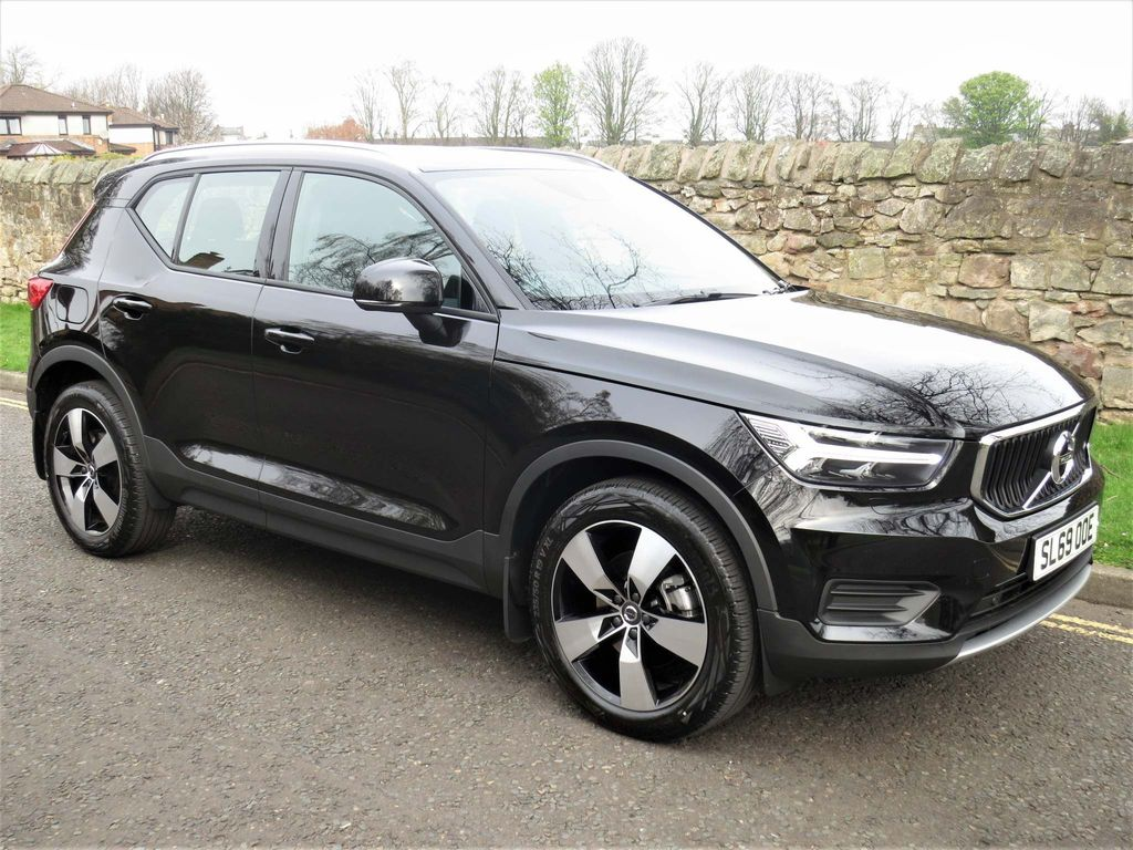 Volvo XC40 SUV 2.0 T4 Momentum Auto AWD (s/s) 5dr