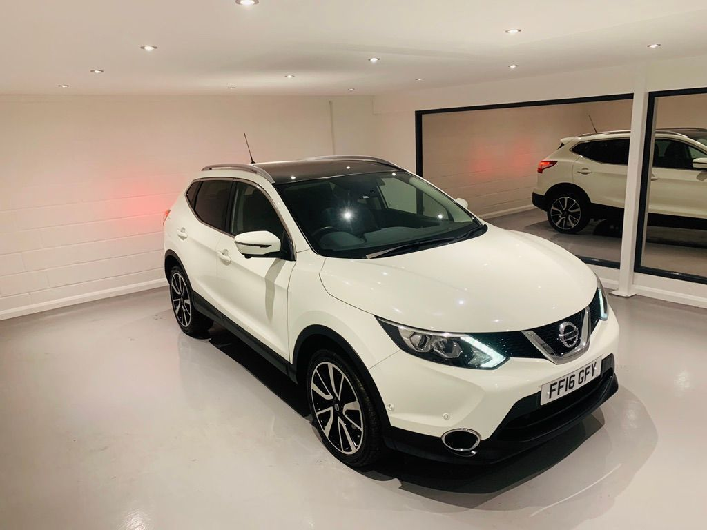 Nissan Qashqai SUV 1.6 dCi Tekna 5dr (Glass Roof)