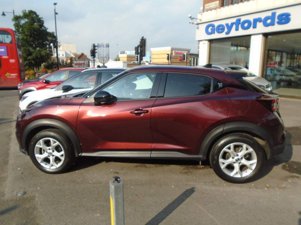 Nissan Juke SUV 1.0 DIG-T N-Connecta DCT Auto (s/s) 5dr