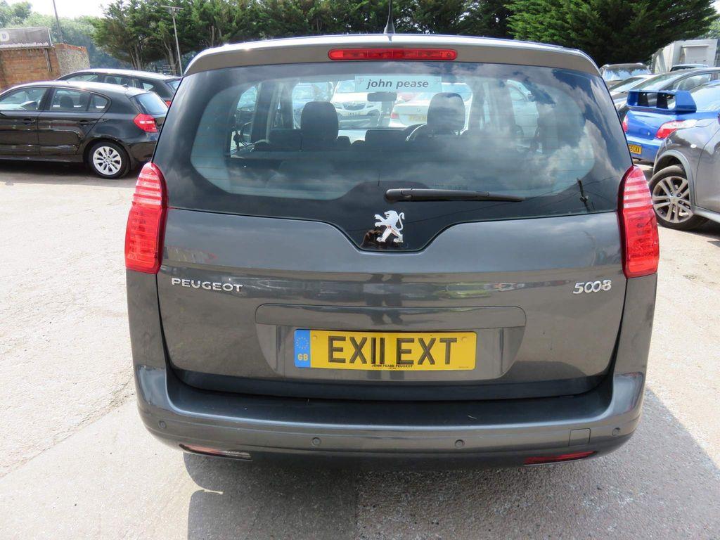 Peugeot 5008 MPV 1.6 HDi Sport EGC 5dr