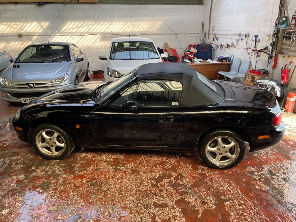 Mazda MX-5 Convertible 1.8 2dr