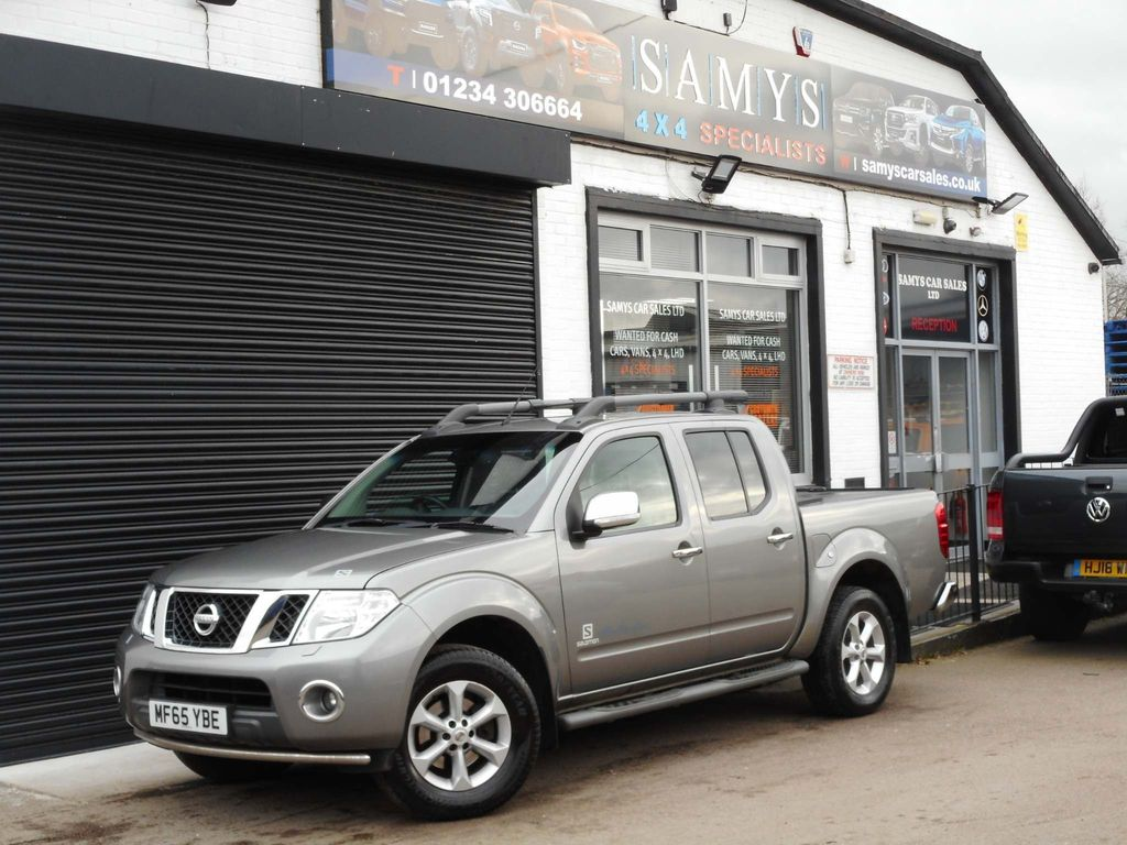 Nissan Navara Pickup 2.5 dCi Salomon Connect Premium Double Cab Pickup 4dr (EU5)