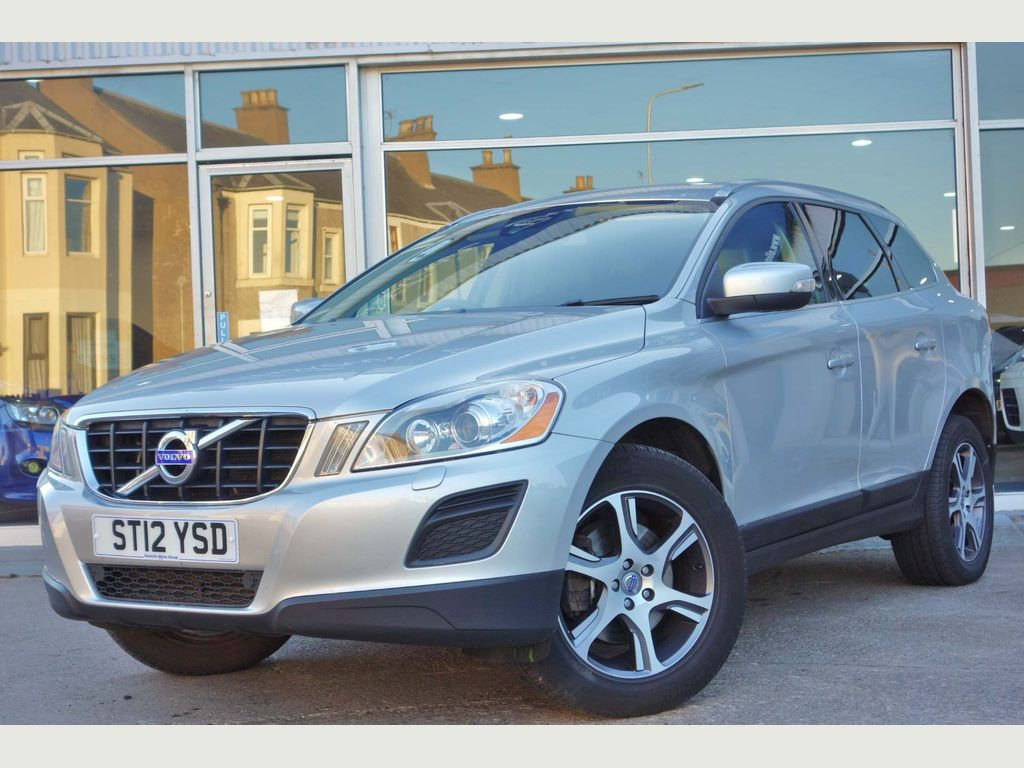 Volvo XC60 SUV 2.0 D3 DRIVe SE Lux Premium (Premium Pack) Geartronic 5dr