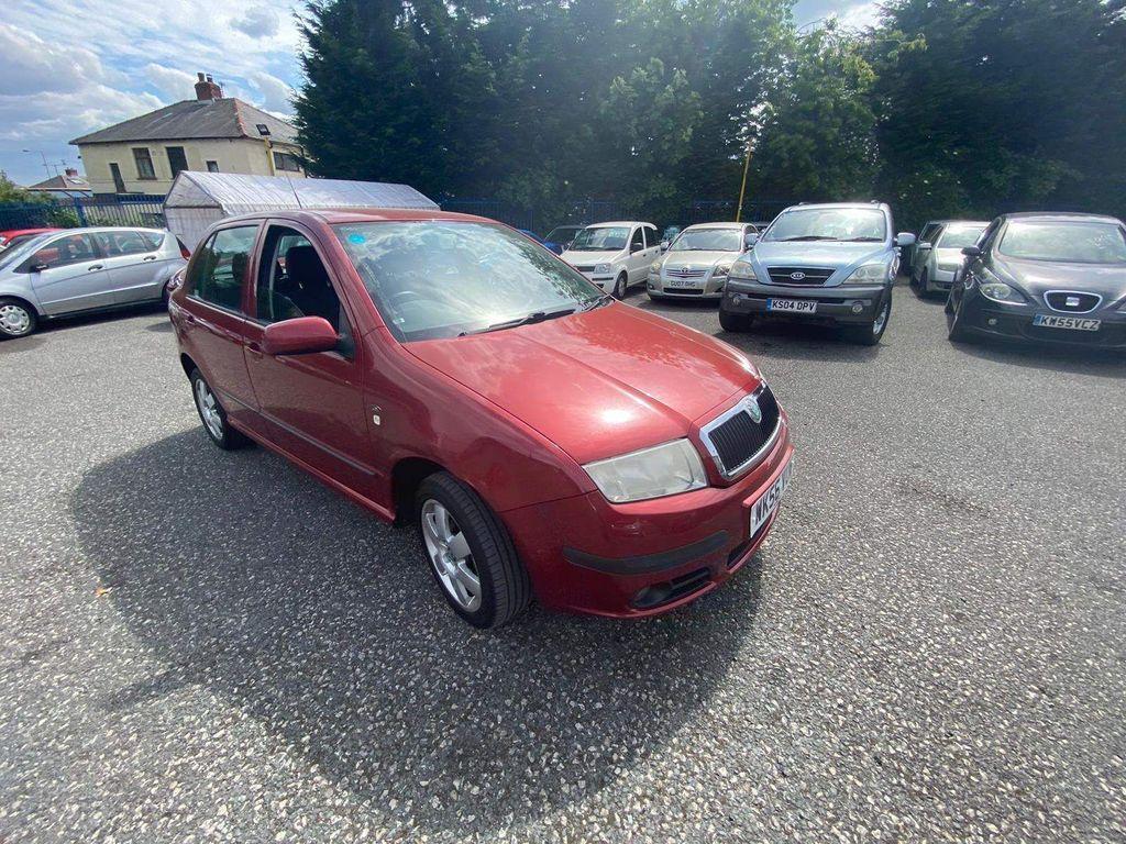 SKODA Fabia Hatchback 1.4 16V Elegance 5dr