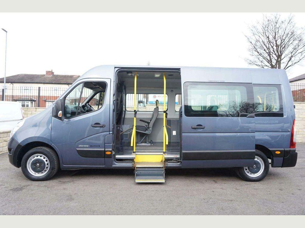Renault Master Minibus MINI BUS LM35 DCI 100 WHEEL CHAIR LIFT