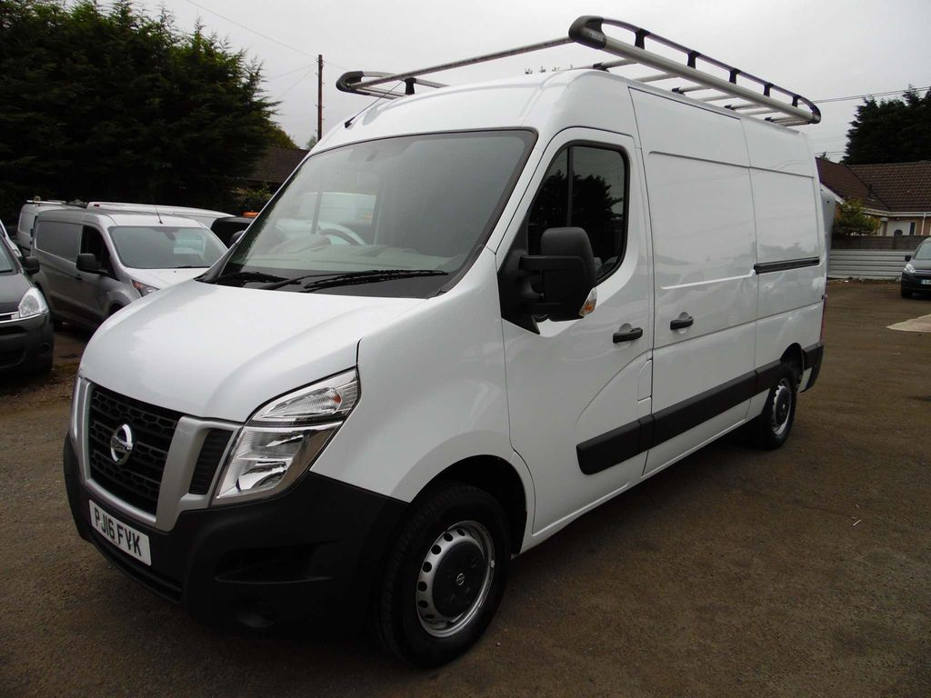 Nissan NV400 Panel Van 2.3 dCi 33 SE L2H2 FWD L2 Medium Roof EU5 5dr