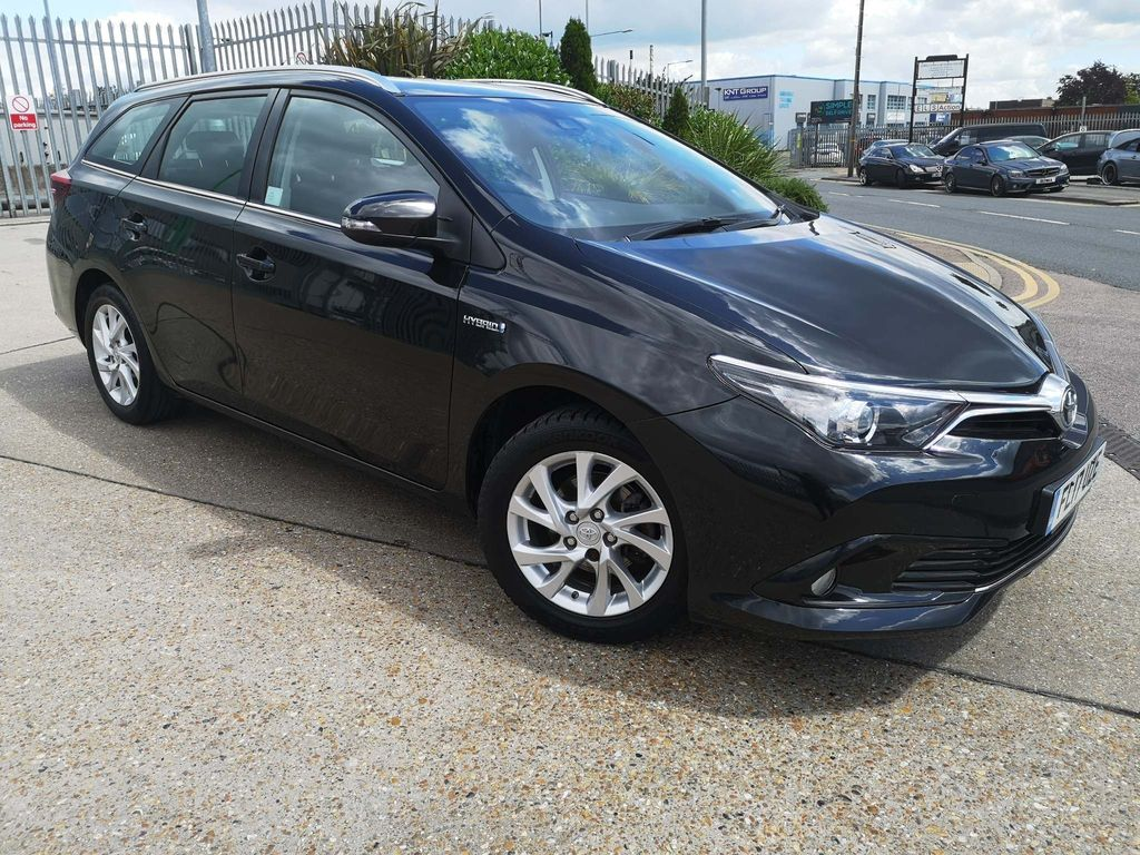 Toyota Auris Estate 1.8 VVT-h Business Edition Touring Sports CVT (s/s) 5dr (Safety Sense)