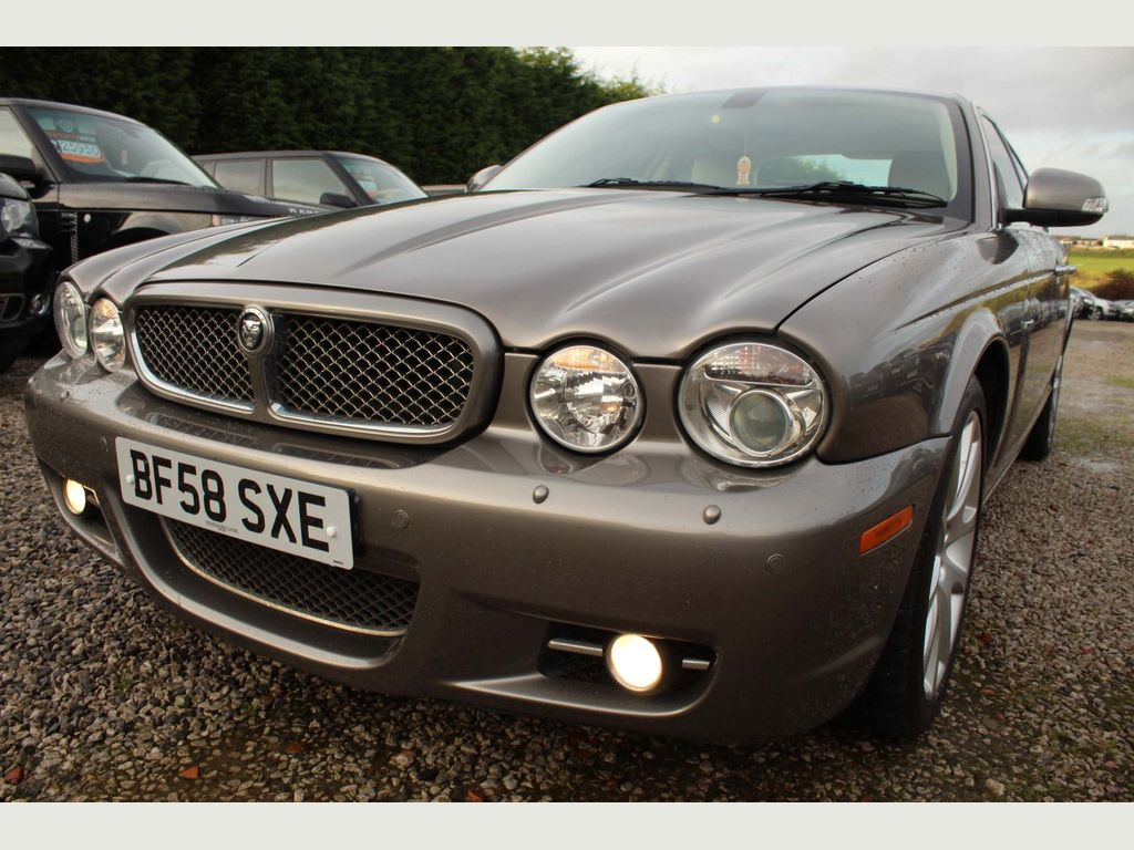 Jaguar XJ Saloon 4.2 V8 XJ8 Sovereign 4dr
