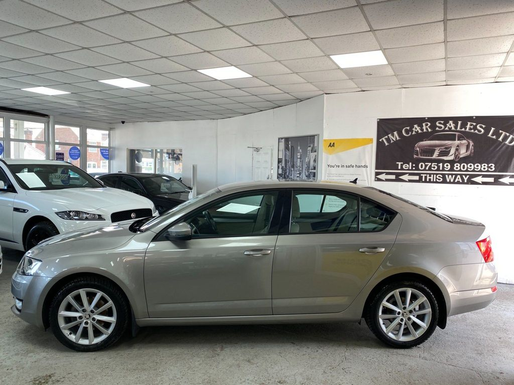 SKODA Octavia Hatchback 1.6 TDI CR Elegance DSG 5dr