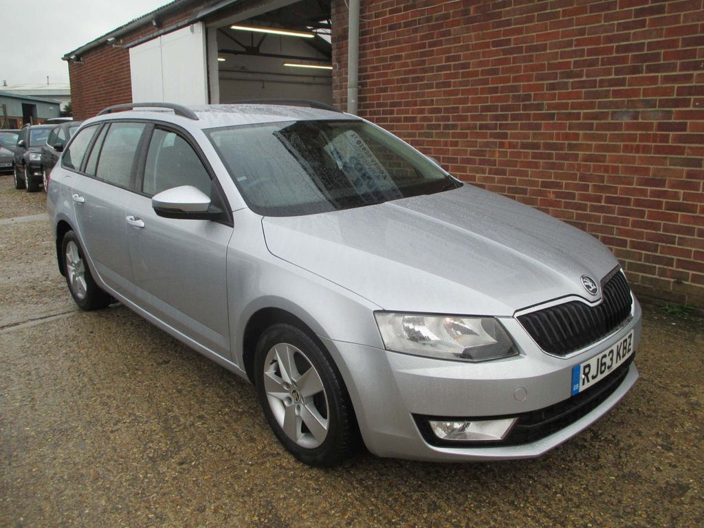 SKODA Octavia Estate 2.0 TDI CR SE 5dr