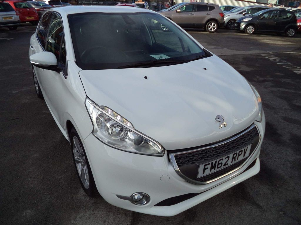 Peugeot 208 Hatchback ALLURE
