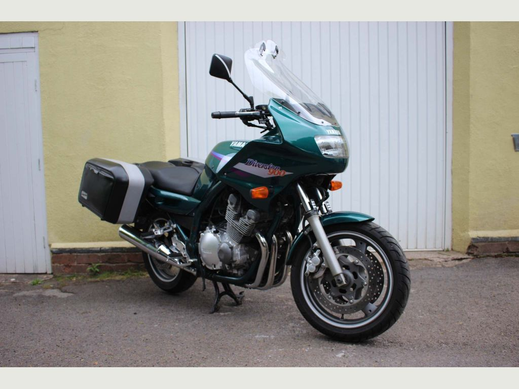 Yamaha XJ900 Diversion Roadster/Retro 900