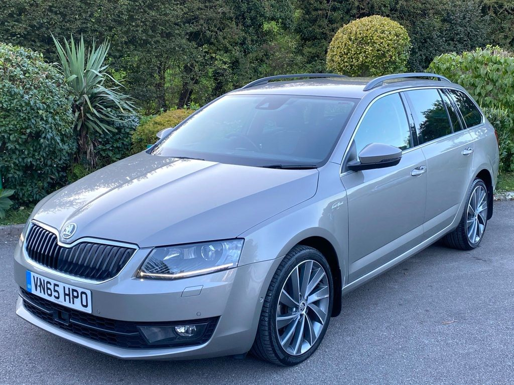 SKODA Octavia Estate 2.0 TDI CR DPF Laurin & Klement DSG 5dr