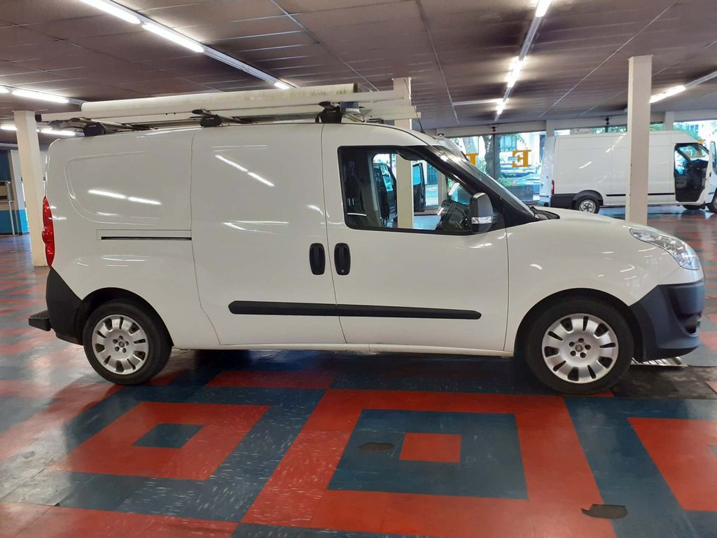Fiat Doblo Panel Van 1.6 JTD Multijet 116v Panel Van 6Doors