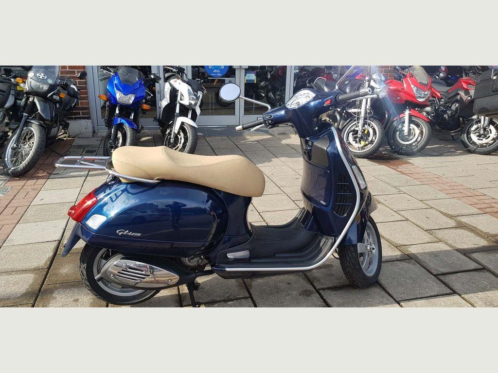 Piaggio Vespa GTS Scooter 125