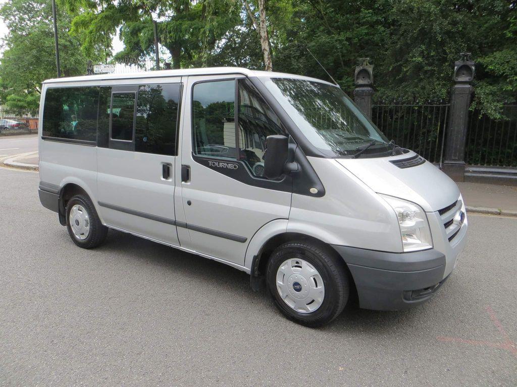 Ford Tourneo Custom Minibus 2.2 TDCi 300 Trend Low Roof Bus S 5dr (8 Seats, SWB)