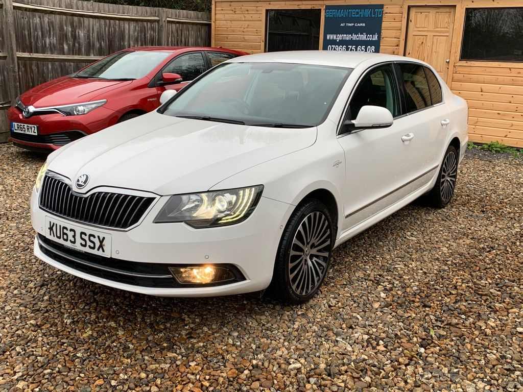 SKODA Superb Hatchback 2.0 TDI CR DPF Laurin & Klement 5dr