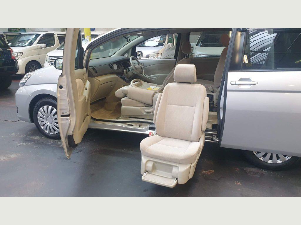 Toyota Isis MPV Mobility access Auto lift Chair