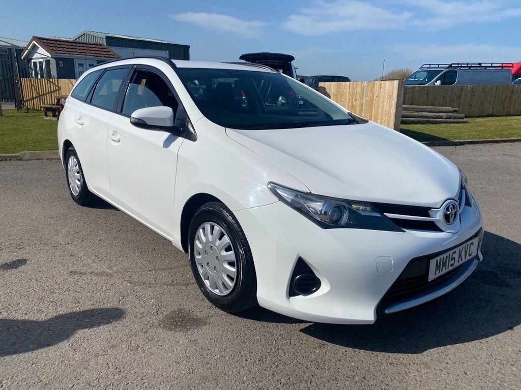 Toyota Auris Estate 1.4 D-4D Active Touring Sports (s/s) 5dr