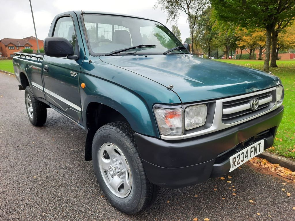 Toyota Hilux Pickup 2.4 EX 2dr