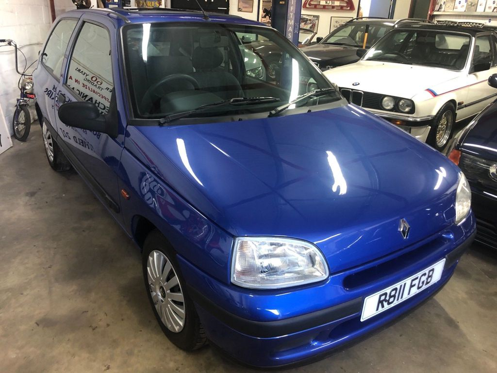Renault Clio Hatchback 1.2 Biarritz Limited Edition 3dr