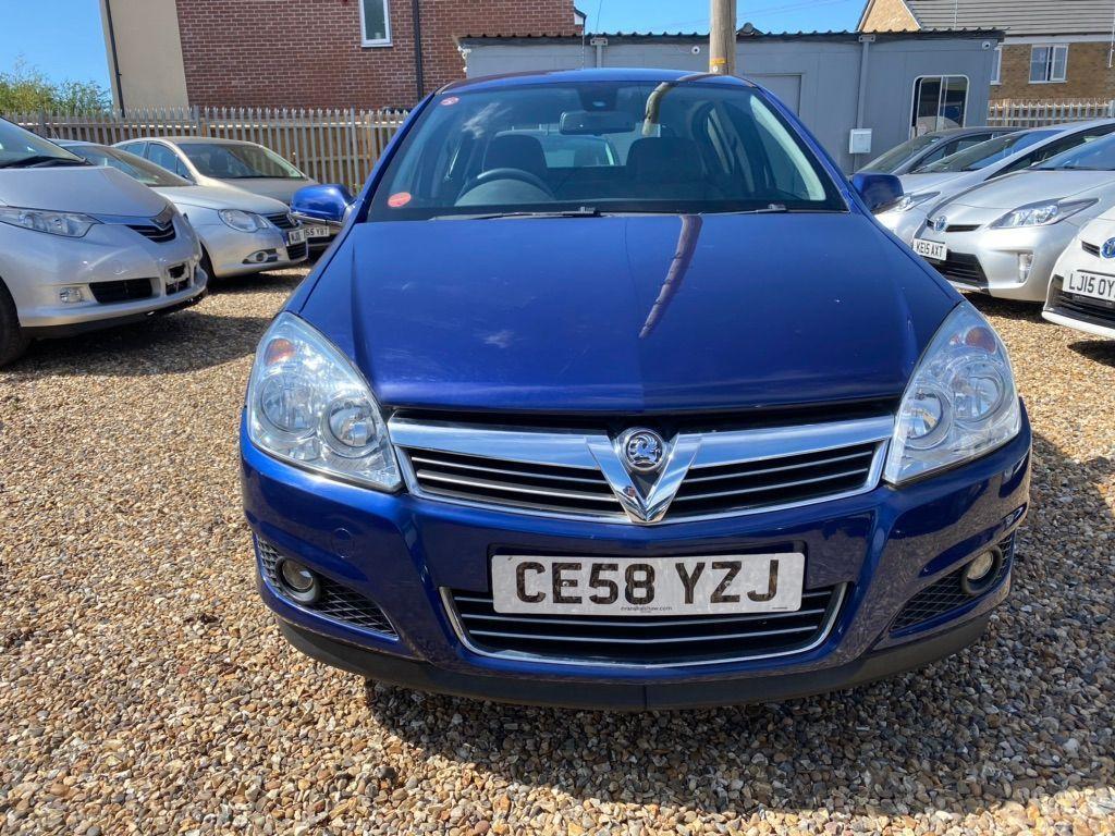 Used Vauxhall Astra Hatchback 1.8 I 16v Design 5dr in ...