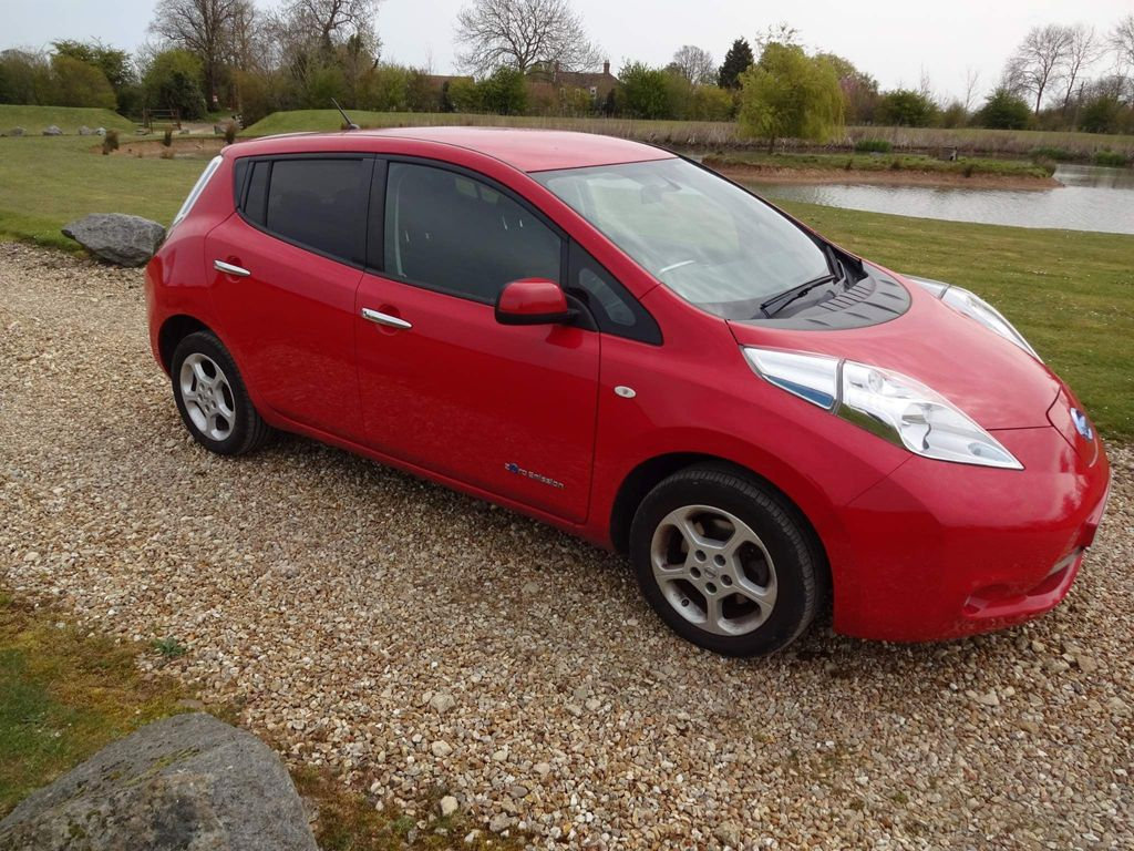 Nissan Leaf Hatchback 24kWh Visia+ Auto 5dr