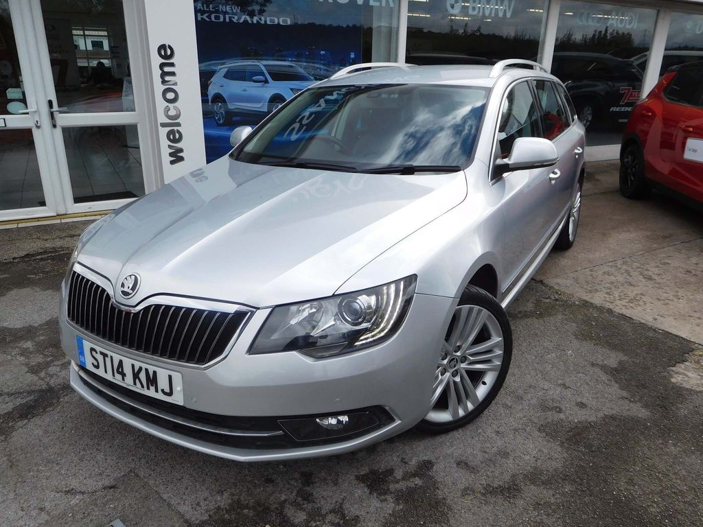 SKODA Superb Estate 2.0 TDI Elegance 4x4 5dr