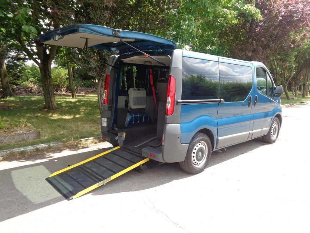 Vauxhall Vivaro Combi Van 2.0 CDTi 2900 Combi 4dr (EU4, 9 Seats, SWB)