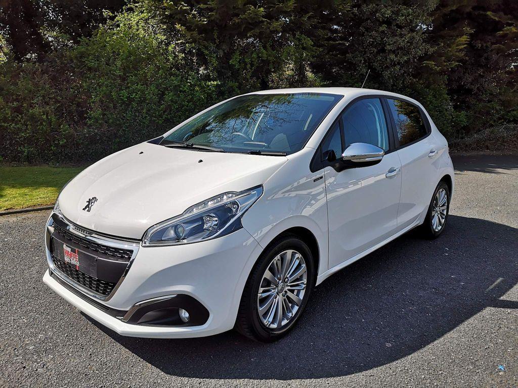 Peugeot 208 Hatchback 1.2 PureTech Signature (s/s) 5dr