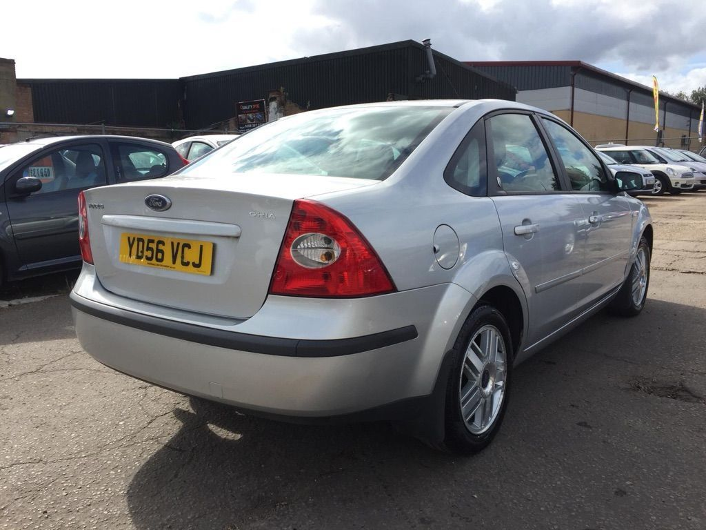 FORD FOCUS Saloon 2.0 Ghia 4dr
