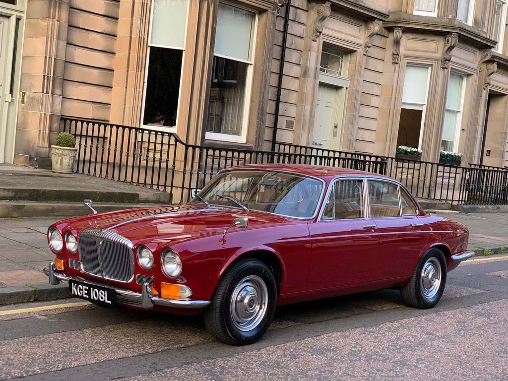 Daimler Sovereign Saloon