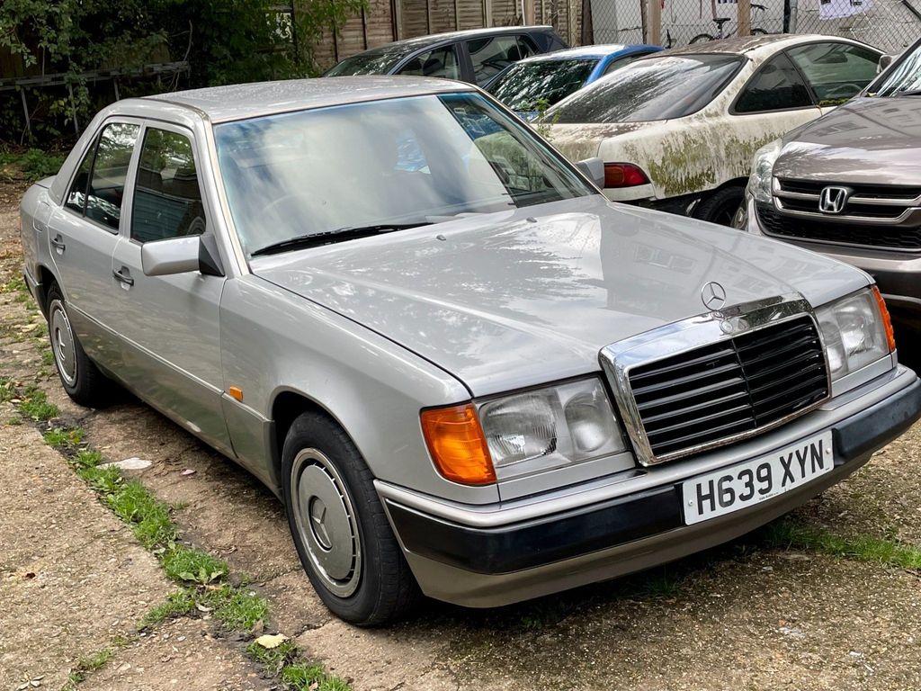 Mercedes-Benz 200 Saloon 2.0 E 4dr