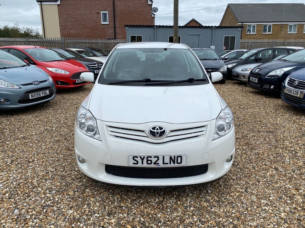 Toyota Auris Hatchback 1.4 D-4D Colour Collection 5dr