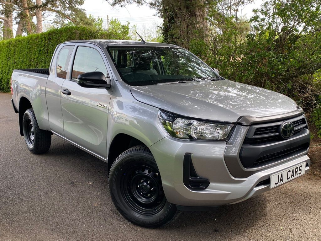 Toyota Hilux Pickup 2.4 D-4D Active Extra Cab Pickup 4WD EU6 (s/s) 4dr