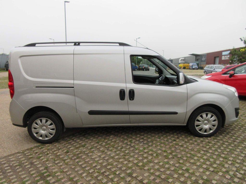 Vauxhall Combo Panel Van 1.3 CDTi 2300 16v Sportive Crew Van L2 H1 5dr (5 Seat, EU6)