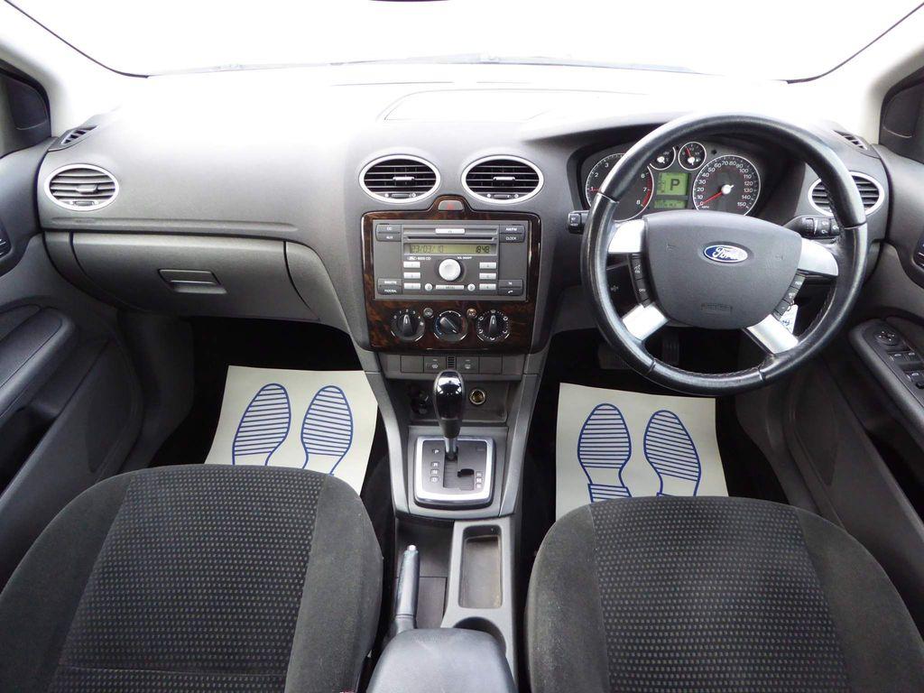 Ford Focus Saloon 1.6 Ghia 4dr