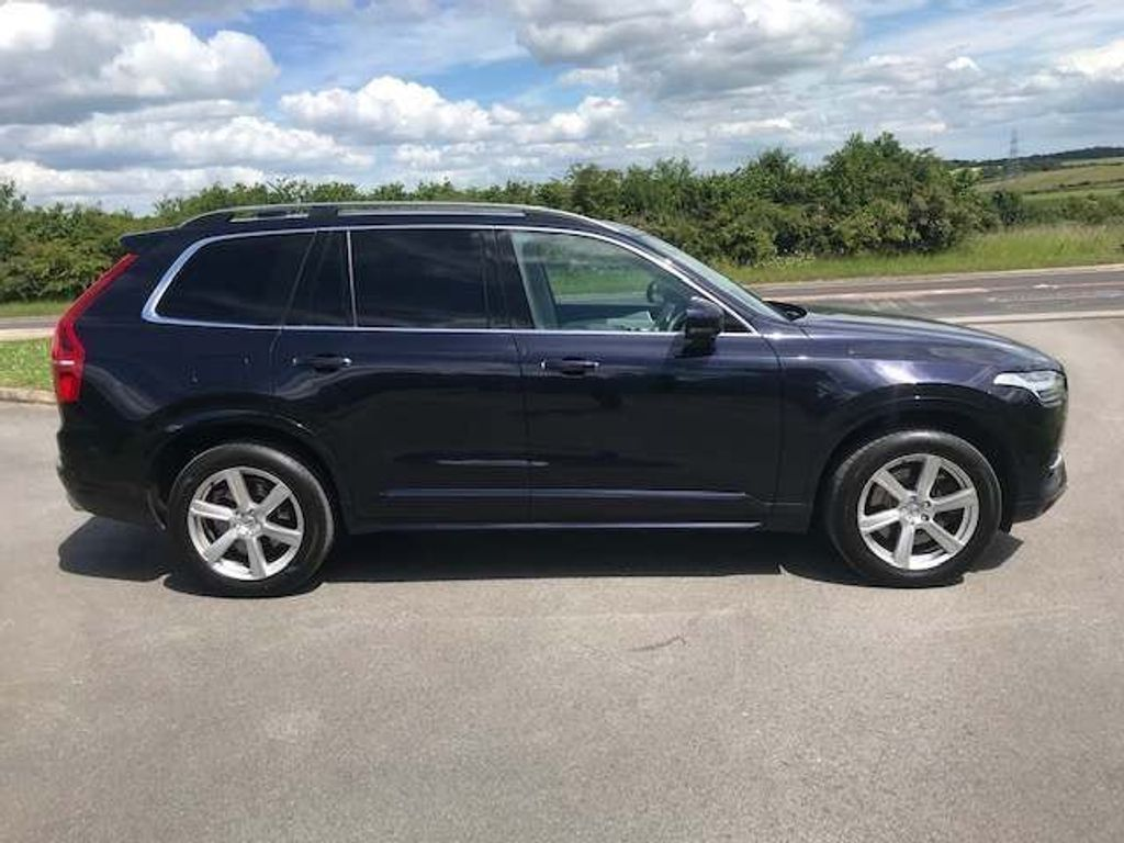 Volvo XC90 SUV 2.0h T8 Twin Engine 9.2kWh Momentum Geartronic 4WD (s/s) 5dr
