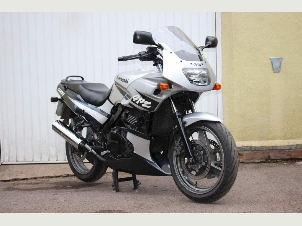 Kawasaki GPZ500S Sports Tourer 500 E10