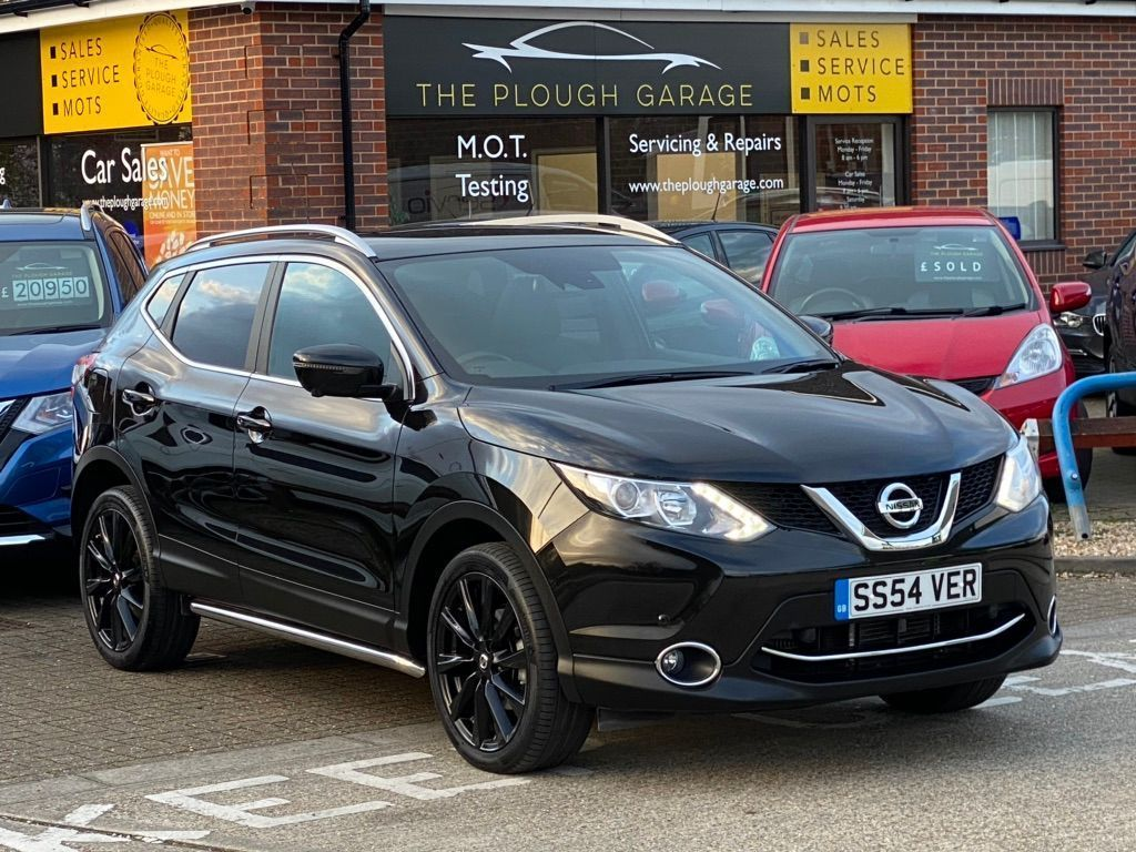 "Nissan Qashqai SUV 1.2 DIG-T Tekna Xtronic CVT 5dr (Glass Roof, 17"" Alloys)"
