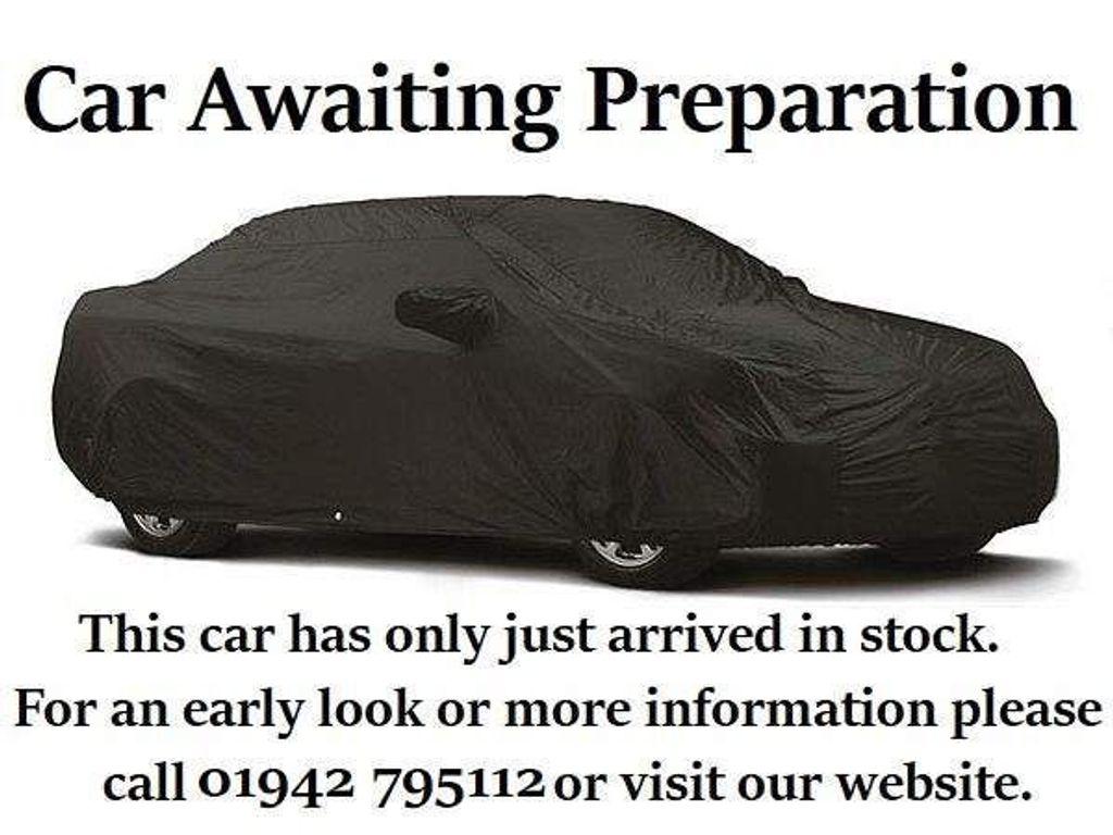 Vauxhall Insignia Hatchback 1.8 i VVT Design Nav 5dr