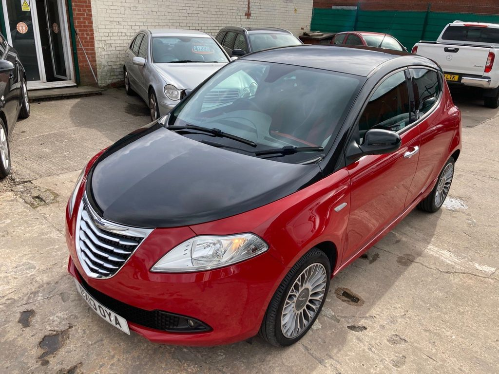 Chrysler Ypsilon Hatchback 1.3 MultiJet Black&Red (s/s) 5dr