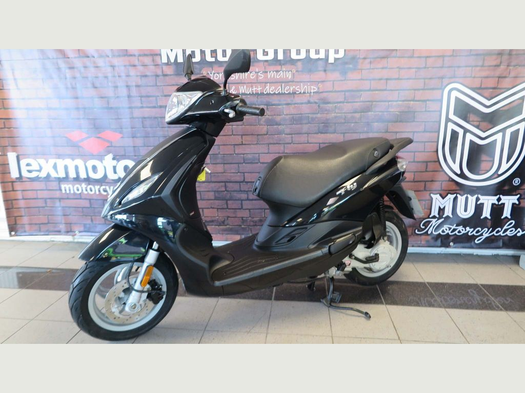 Piaggio Fly Moped 50 4T Moped