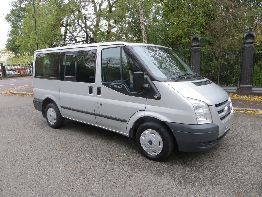 Ford Transit Minibus 2.2 TDCi 280 Duratorq Tourneo Trend Low Roof Bus S 6dr (9 Seats, SWB)