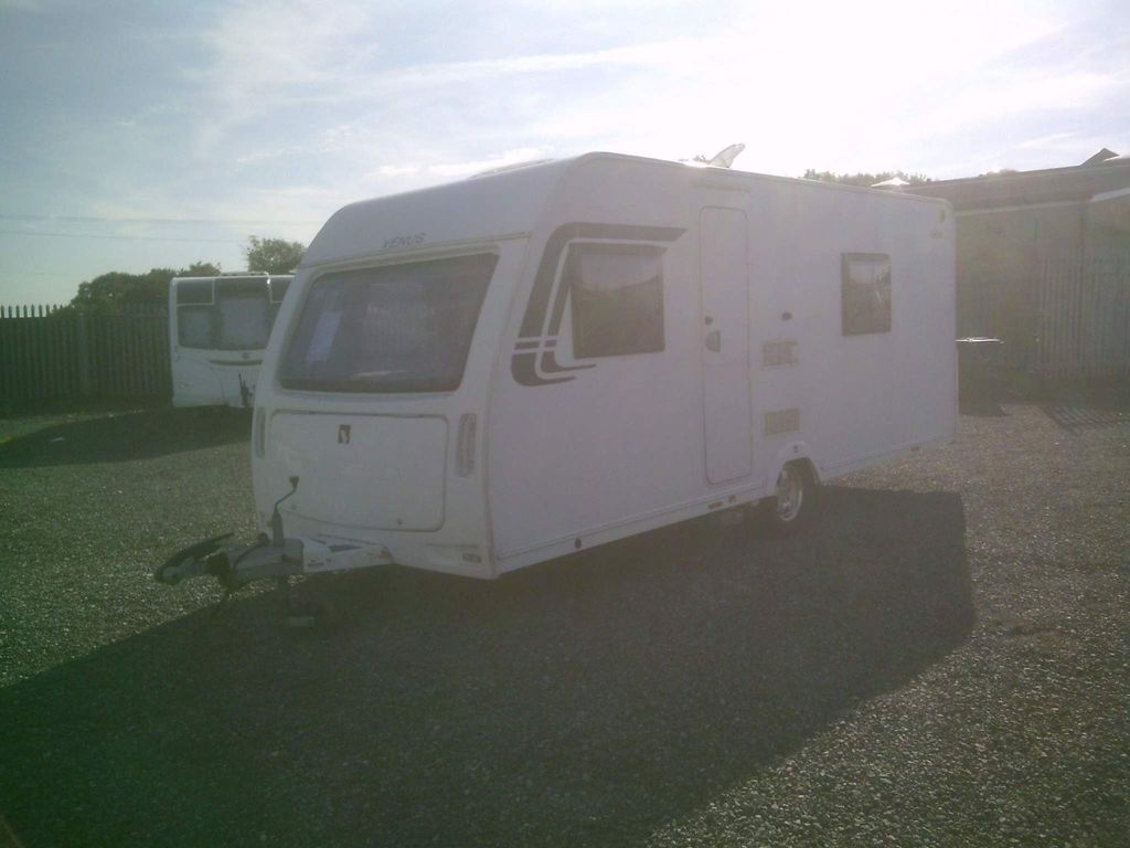 Lunar Venus Tourer 2013 FIXED BED WITH MOVER